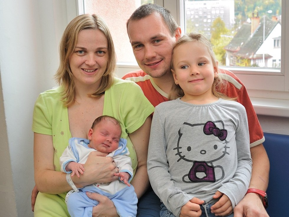 Dominik Matějka bude doma v Bystřeci s rodiči Kateřinou a Jiřím a sestrou Kristýnkou. Po porodu 22. října v 6.11 vážil 3,08 kg.