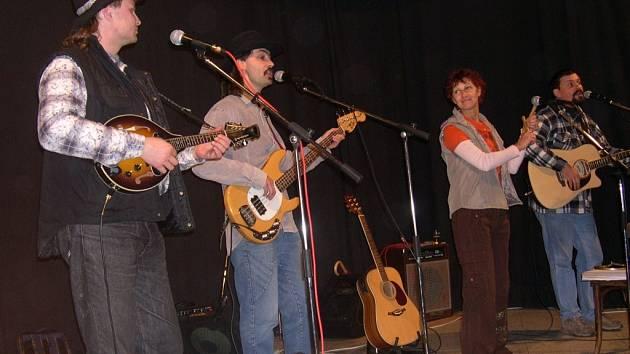 v Tisové se představila i sympatická kapela Country Colaps.