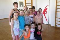 Anna Farkas s dětmi z kroužků DDM Duha v Ústí nad Orlicí.