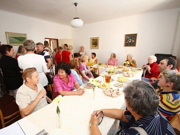 Ze slavnostního otevření klubu důchodců v Ústí nad Orlicí.