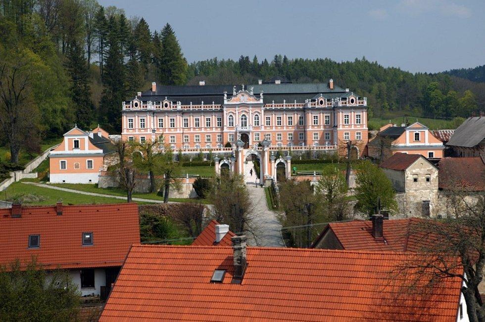 V Nových Hradech čeká na návštěvníky rozárium