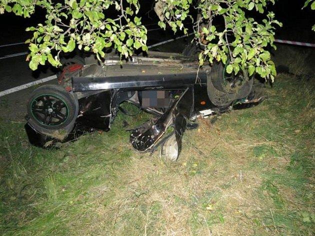 Nehoda dvou mladíků uDamníkova skončila tragicky, oba zemřeli.