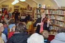 Koncert v králické knihovně.
