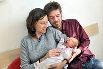 Viktorie Šulcová bude doma s rodiči Terezou a Martinem v Žamberku. Na svět si 23. 9. v 7.51 hodin přinesla váhu 3134 g.