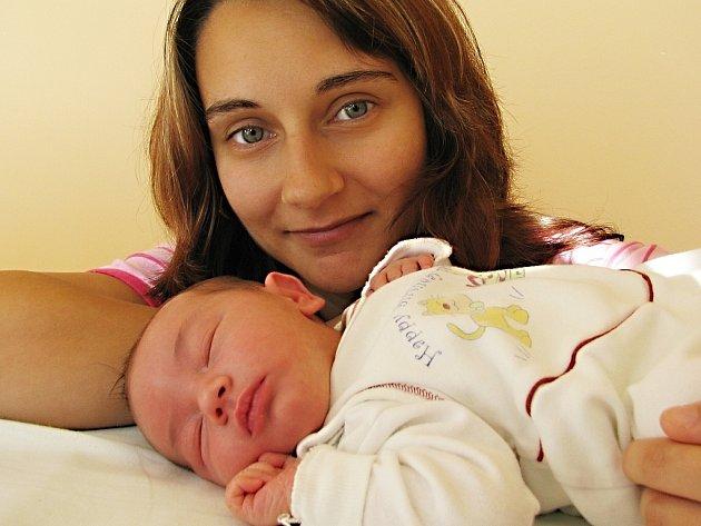 Kristýna Pražáková bude doma s rodiči Lenkou Vízdalovou a Romanem Pražákem a starším bráškou Dominikem v Rudolticích. Světlo světa spatřila holčička 28. října v 18 hodin, kdy vážila 3,23 kg.