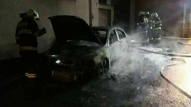 Požár osobního automobilu vChocni.