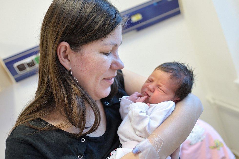 Liliana Kalousková se narodila 7. 1. v 21.39 hodin. Vážila 2820 g a s rodiči Irenou a Jiřím i bráškou Robinem bude doma v Horním Houžovci.