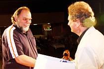 Cenu starosty města Ústí nad Orlicí získal Českotřebovák Karel Kubišta (vlevo) za snímek Omnia vincit amor.