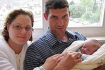 Petr Coufal bude doma s rodiči Janou a Petrem a bráškou Toníkem v Písečné. Narodil se 14. srpna v 15.06 hodin, kdy vážil 3,46 kg.
