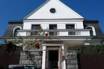 Sídlo detašovaného pracoviště Rehabilitačního ústavu v soukromé vile na Praze 4