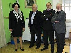 Oslav 60 let od vzniku Střední školy obchodu, řemesel a služeb v Žamberku se zúčastnil i známý herec Jaromír Hanzlík (na snímku vpravo), do této školy chodil i jeho syn.