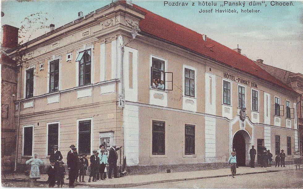 Dobová pohlednice, Pozdrav z hotelu Panský dům - hoteliér Havlíček, Foto: Orlické muzeum Choceň