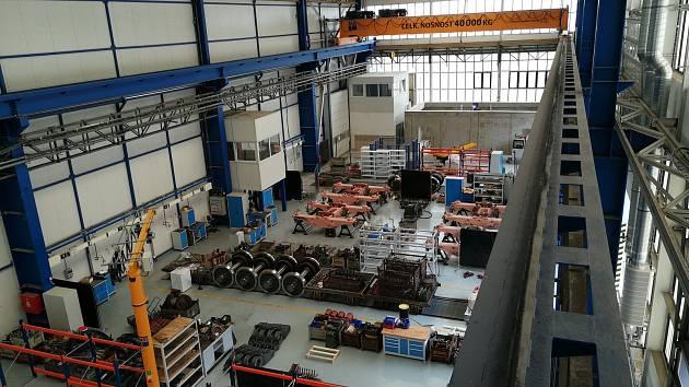 Firma CZ Loko proměnila starou halu v moderní výrobnu.