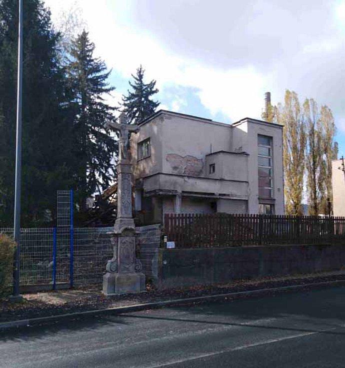Prvorepublikovou Zedníkovu vilu v České Třebové, postavenou podle projektu architekta Vanického, vlastník srovnal se zemí.