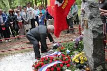Pietní akt u hrobu partyzána Saši Bogdanova na Choceňsku.