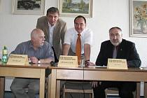 Ve středu uspořádala v Ústí nad Orlicí tiskovou konferenci Koalice pro Pardubický kraj, seskupení KDU–ČSL, SNK–ED a Nestraníků.