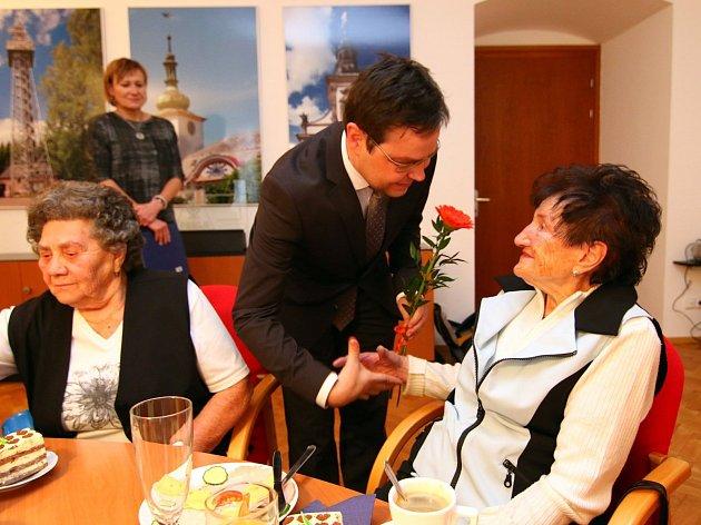 Setkání devadesátníků na radnici v Ústí nad Orlicí.