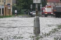 Po průtrži mračen zůstala zaplavená část průtahu městem Ústí nad Orlicí.