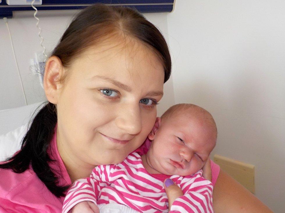 Michaela Šaldová přišla na svět s váhou 3230 g dne 19. 8. v 15.54 hodin. Ve Vysokém Mýtě bude s rodiči Veronikou a Robinem, i sestřičkou Verunkou.