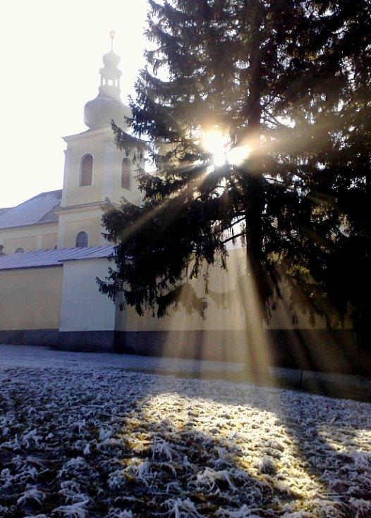 Anděl u kláštera na Hoře Matky Boží.