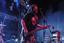 Zahajovací den festivalu Jam Rock v Žamberku byl ve znamení tvrdé muziky.