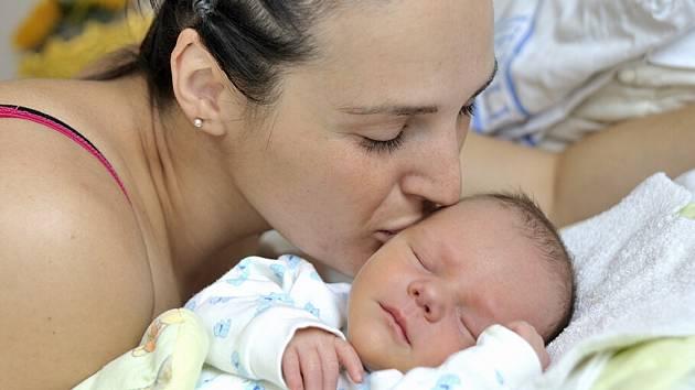 Matyáš Verner bude doma v Červené Vodě s rodiči Veronikou Berkovou a Tomášem Vernerem. Když se 9. května v 5.47 narodil, vážil 2,8 kg.