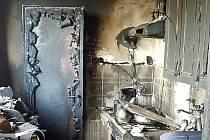 V Chocni hořela výšková budova. Požár v bytě způsobila cigareta.