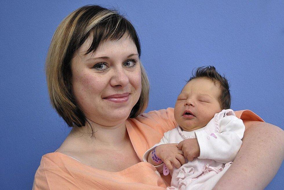 Magda Pomikálková je první radostí Michaely Hynkové a Martina Pomikálka z Červené Vody. Narodila se 13. 2. ve 20 hodin s váhou 3,33 kg.