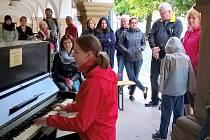 Piano otevřela i nevidomá pianistka Míša Málková.