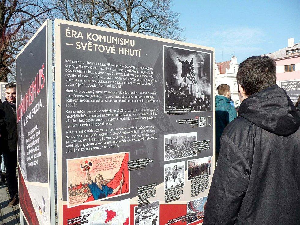 Komunismus a jeho epocha - výstava na vysokomýtském náměstí Přemysla Otakara II.