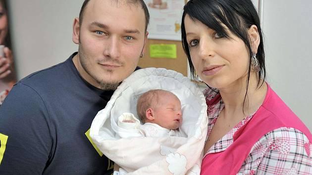Ema Kovářová je první radostí pro Petru a Libora z Janova. Když se 24. listopadu v 5.47 hodin narodila, vážila 2,450 kg.