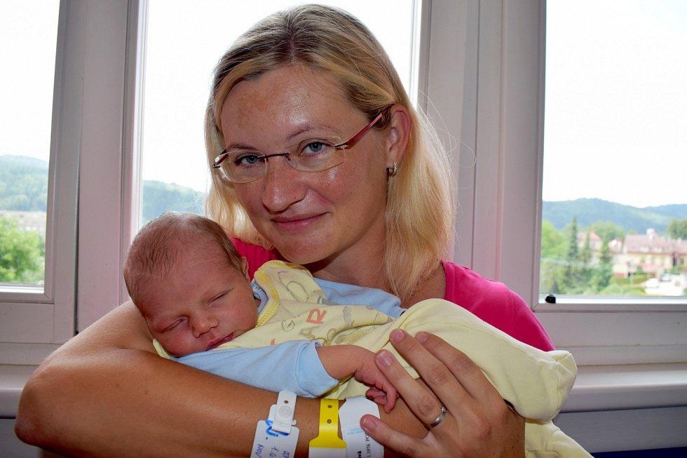 Vojtěch Appl dělá radost Monice a Tomášovi i bráškovi Jakubovi z Dolní Dobrouče. Při narození 1. 6. v 17.42 hodin vážil 3,470 kg.