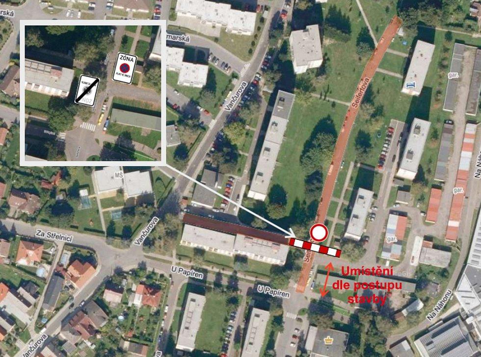 Tento týden v Lanškrouně také začaly úplné uzavírky silnic v ulicích Olbrachtova a Seifertova. Potrvají do prosince. V Olbrachtově ulici skončí uzavírka 6. prosince, Seifertova ulice bude hotová o týden později. Na snímku je zvýrazněná Seifertova ulice.