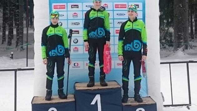 Letohradská skvadra na stupních vítězů po sprinterském závodě. Zleva: Kánský, Mikyska, Strnad.