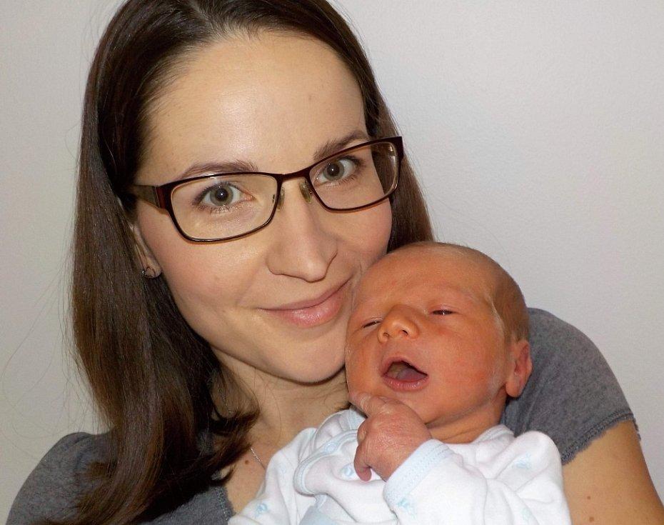 Tadeáš Kuchař je prvorozený syn Jany a Jakuba. S váhou 3534 g  se narodil dne 25. 11. v 12.04 hodin.