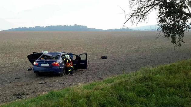 Z dopravní nehody v Rudolticích.