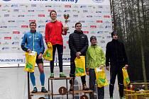 STUPNĚ VÍTĚZŮ mužů – zleva: Ondřej Fejfar, Petr Vitner, Matěj Kamenický, Filip Záveský, Tomáš Kubelka.
