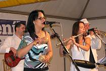 Mezcla Orchestra při zahájení Kulturního léta na farní zahradě 2011 v Lanškrouně.