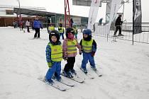 Děti z mateřinek v Helvíkovicích, Dlouhoňovicích, Kunvaldu a Klášterce nad Orlicí se vydaly na hory. V lyžařském středisku v Červené Vodě absolvovaly lyžařský kurz a děti své nabyté dovednosti v pátek předvedly rodičům a prarodičům.