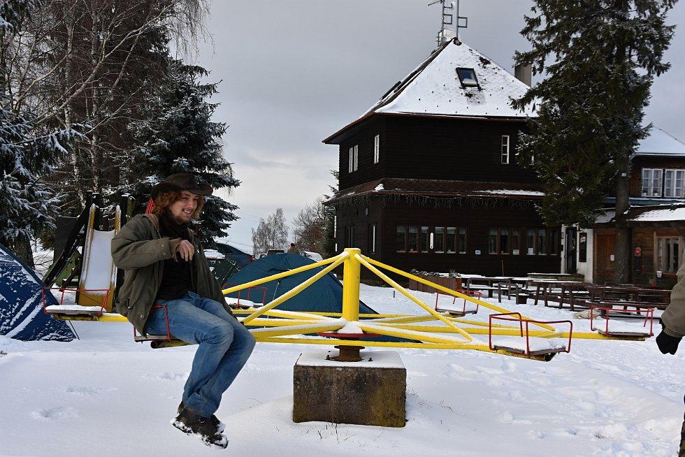 Zimní táboření na Kozlově.
