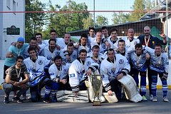 BRONZOVÝ MANČAFT. Mužstvo Letohradu převzalo pohár za třetí místo a hráči už se pyšní i bronzovými medailemi.