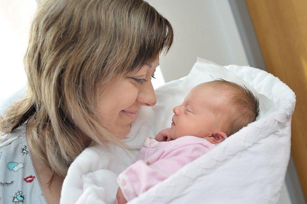 Rozálie Jedličková se s váhou 2,88 kg narodila 19. 3. v 23.29 hodin. S rodiči Adélou a Tomášem bude doma v Hnátnici.