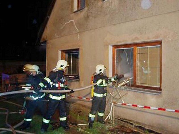 Z požáru domku ve Džbánově.