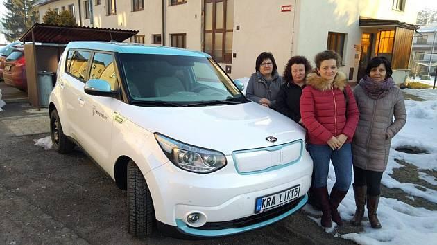 Sociální služby v Králíkách mají nový elektromobil