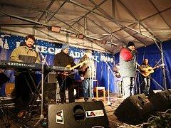 Na Silvestra hrála v Ústí nad Orlicí skupina Lokálka.