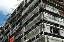 Stavební firmy mají spoustu zakázek. Kvůli tomu jsou nuceny menší zakázky odmítat. Tento stavební boom podle firem trvá od března letošního roku.