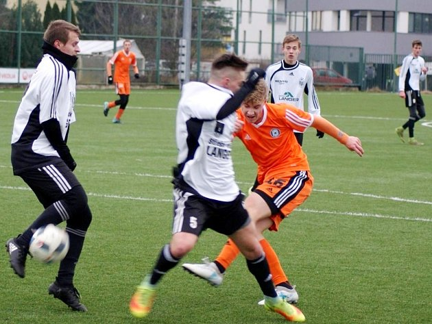 Druhá prověrka pro fotbalisty Ústí nad Orlicí dopadla výsledkově stejně jako utkání v Plzni. Tentokrát měli navrch olomoučtí mladíci, když všechny své góly nastříleli v prvním poločase.
