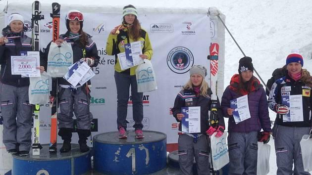 DŘINA v sezoně se projevila v pravou chvíli. Karolína Kloučková vypálila rybník všem konkurentkám a vyhrála obří slalom na společném mistrovství republiky Česka a Slovenska.