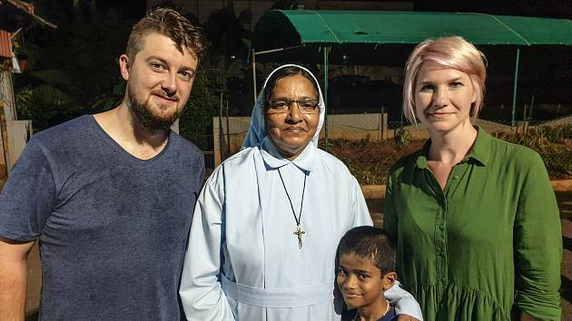 Šárka Šimková a Michal Fogl pořídili v Indii tisíce snímků. Viděli školu, nemocnici i obydlí Indů.