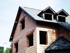 Stavba rodinného domu - ilustrační foto.